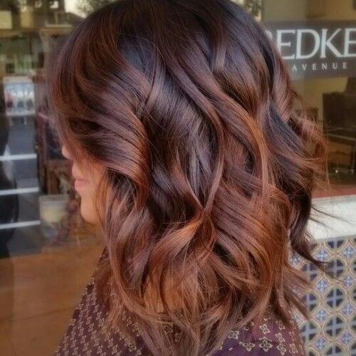 Balayage con cabello castaño rojizo