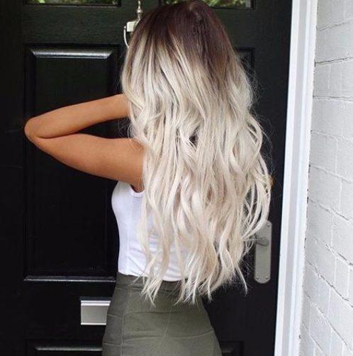 color de cabello rubio balayage hielo