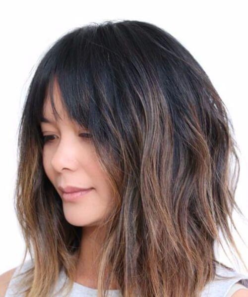 Franja suave y un corte de pelo de pelusa de una línea