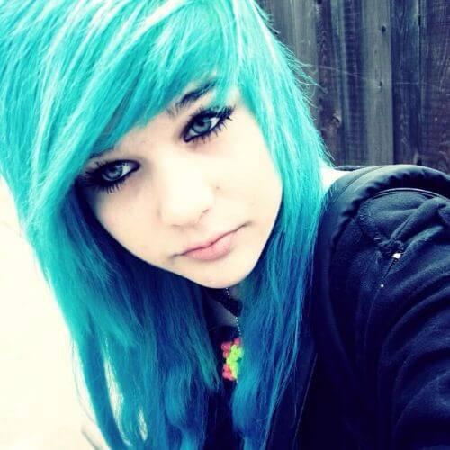 peinados emo pelo azul para niñas