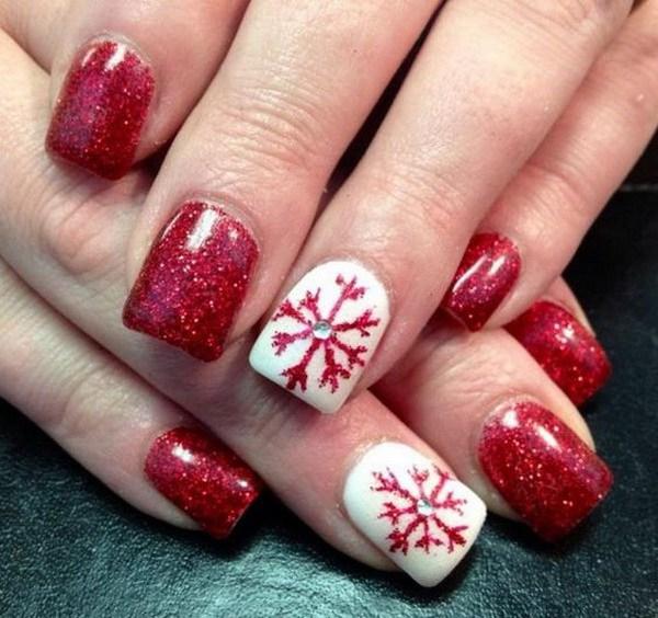 Uñas acrílicas festivas rojas y blancas.