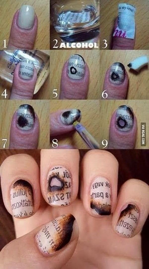 Papel de periódico Nail Art para Halloween.