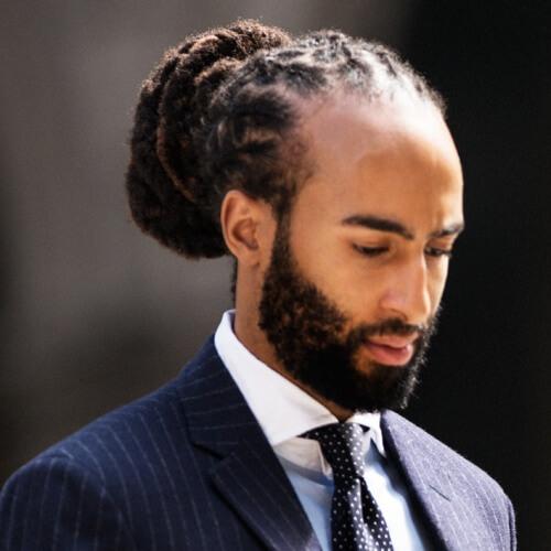 Peinados para hombres negros con líneas rectas