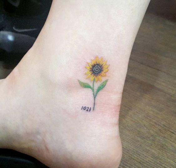 Tatuaje de tobillo de girasol --- ¡Sutil, delicado y bonito!
