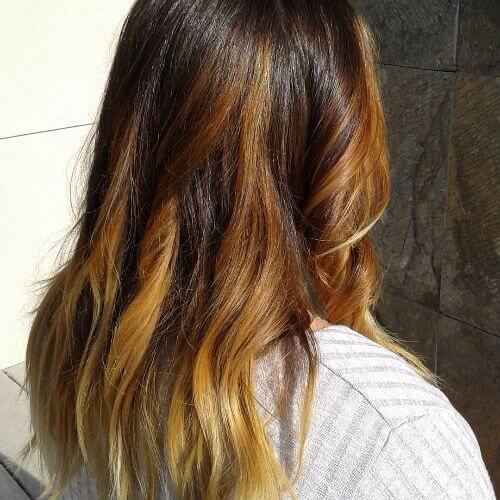 balayage caramelo en el pelo largo