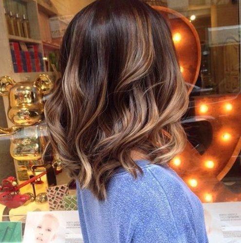 color de cabello claro almendra balayage