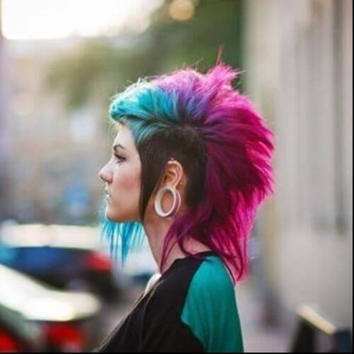 peinado de emo del pelo punky