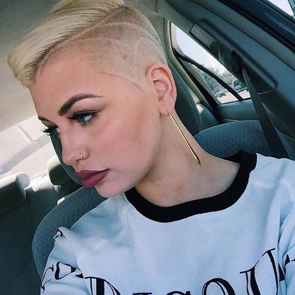 3020216-lado afeitado-estilo de pelo