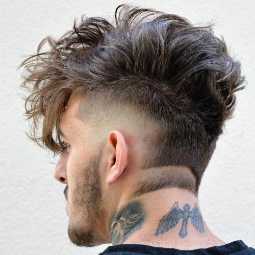 Mohawk Hairstyles para hombres con la nuca afeitada