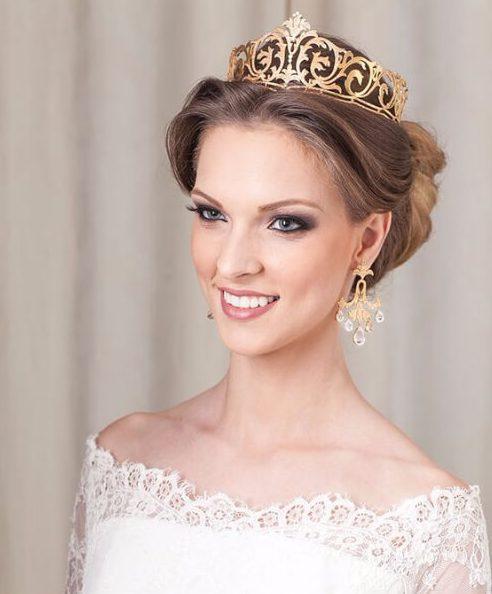 peinados de boda de la corona de oro para el pelo largo