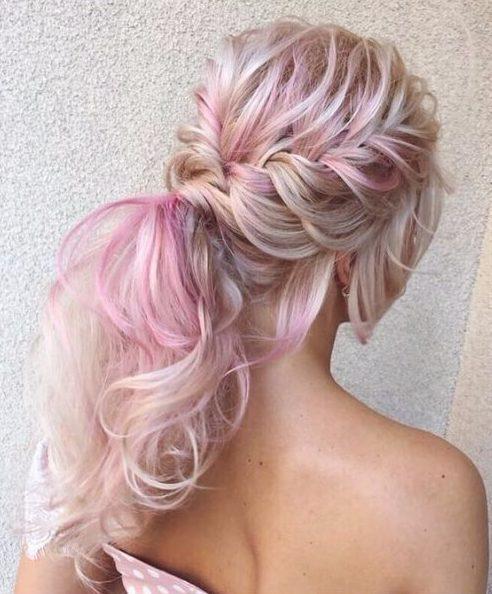 Peinados de boda de cola unicornio para cabello largo