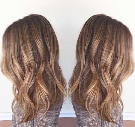 Cabello marrón con hojas de cabello rubio a marrón
