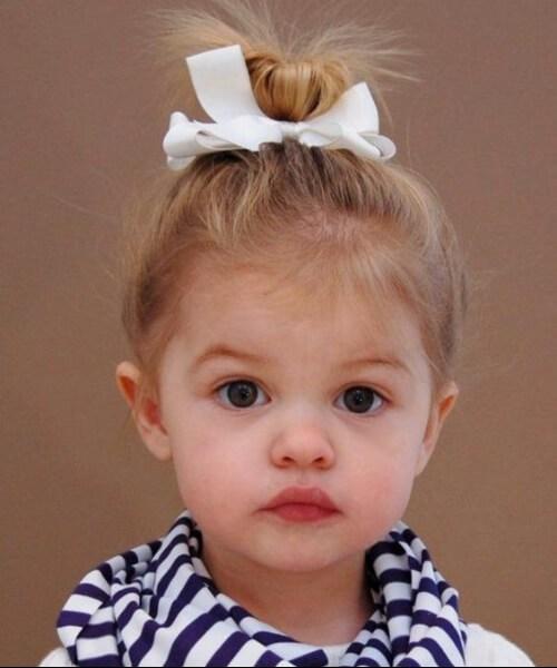 nudo superior pequeños peinados de niña