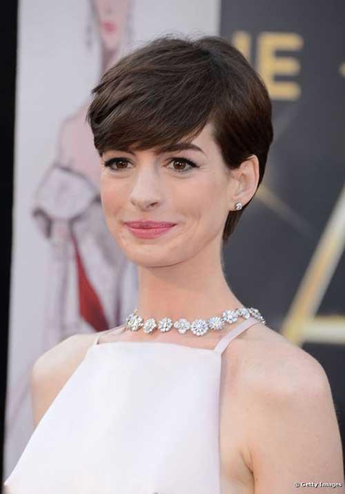Pelo corto de Anne Hathaway para fiesta de graduación