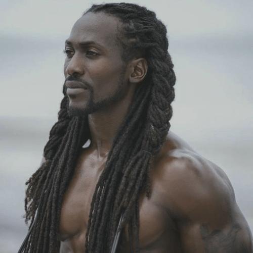Peinados para hombres negros con cabello largo