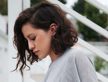 Cortes de pelo rizado corto para las mujeres
