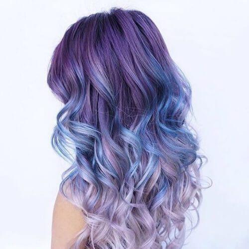 azul en púrpura reflejos bajos y bajos