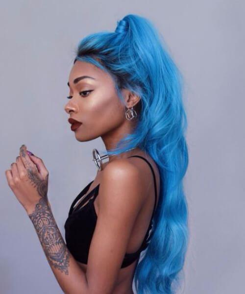peinados de chica negra azul nerviosa