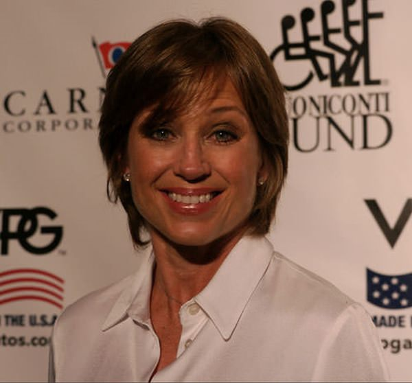 11280816-dorothy-hamill-haircut
