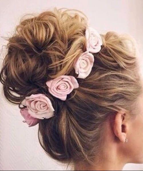 rosas rosas bollo de regreso a casa peinados