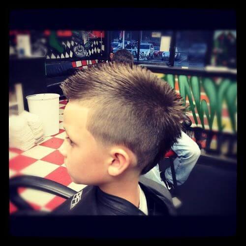 corte de pelo de los niños halcón falso
