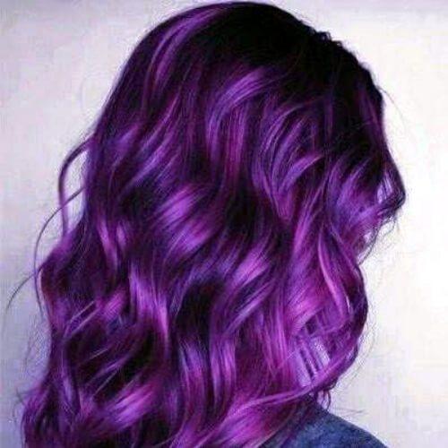 violeta en morado bajo resaltado y luces bajas