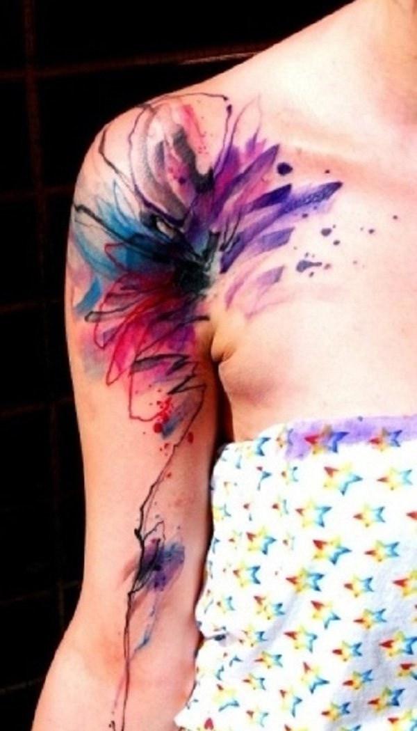 Acuarela tatuaje en hombro y brazo.
