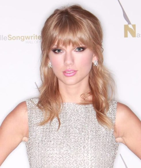 taylor swift peinados con flequillo