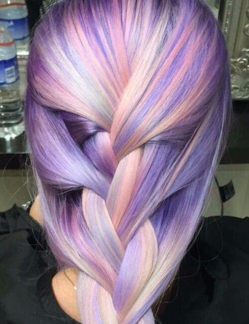 cabello púrpura pastel trenzado