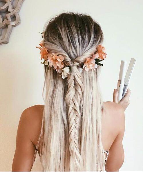 corona de flores y trenzas peinados largos