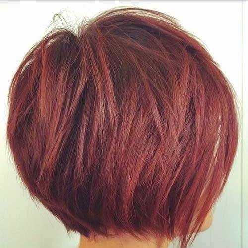 corte de pelo rojo bob apiladas