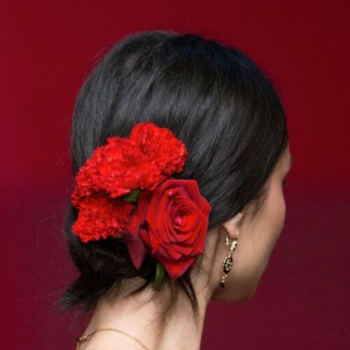 peinados de fiesta de flores para el pelo corto