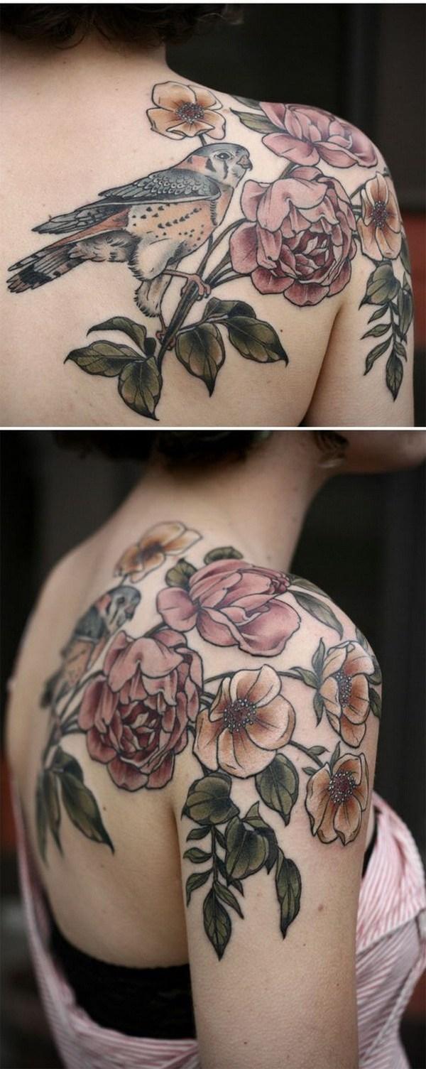 Increíble Rose Tattoo en hombro.