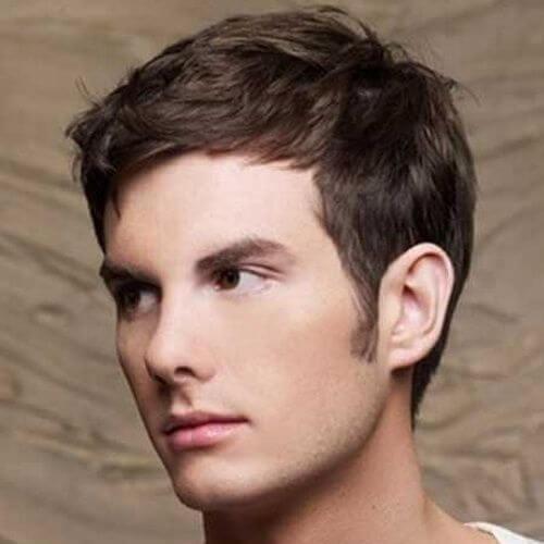 Peinados sutiles para hombres con líneas rectas