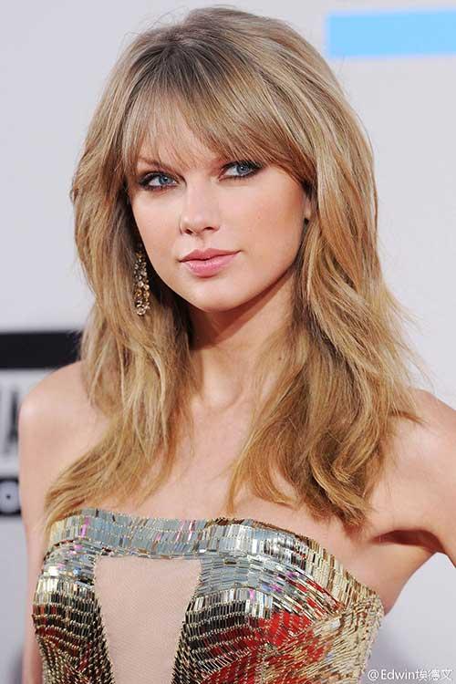 Taylor Swift capas de peinados con flequillo
