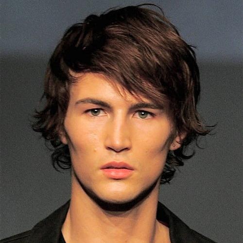 capas laterales partidas peinados de longitud media para hombres