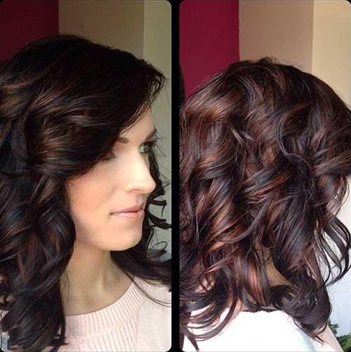 Side Swept Curly Hairstyle para niñas con pelo rizado