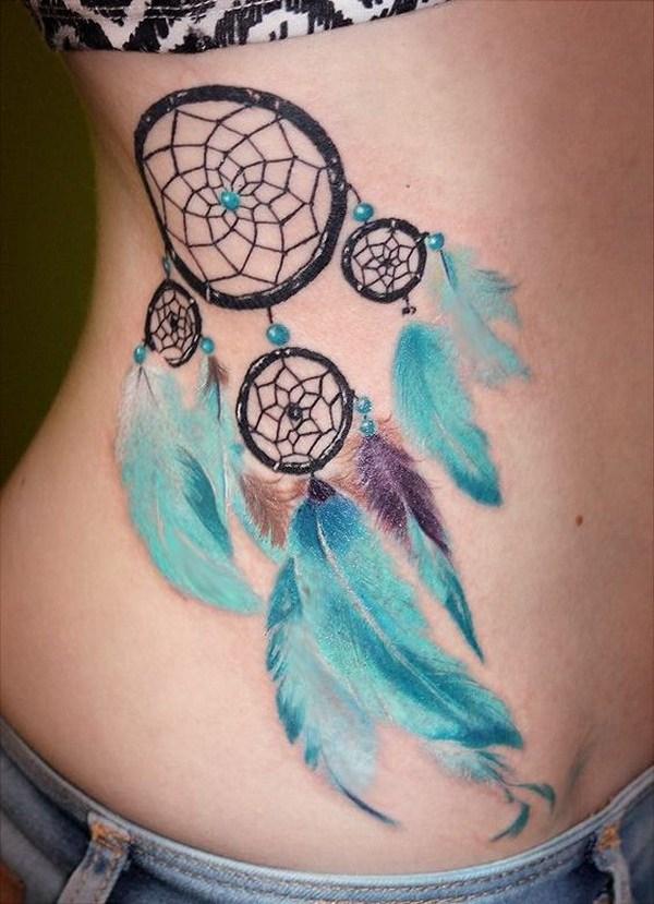 Diseño de tatuaje Dream Catcher con suaves plumas de hielo azul.