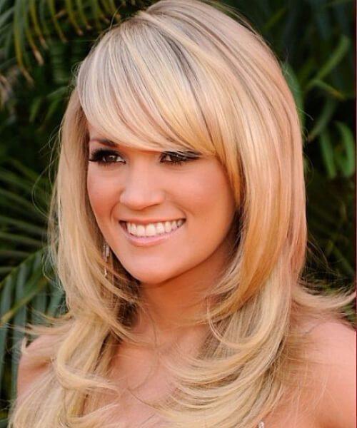Peinados largos con cortes de pelo sueltos para caras redondas