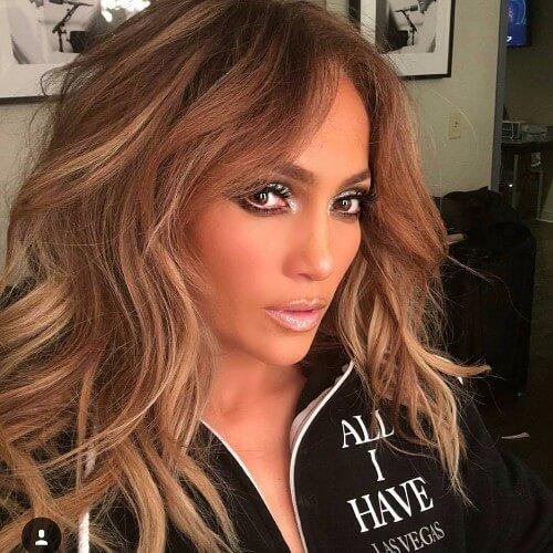 Jennifer Lopez cabello rubio sucio oscuro