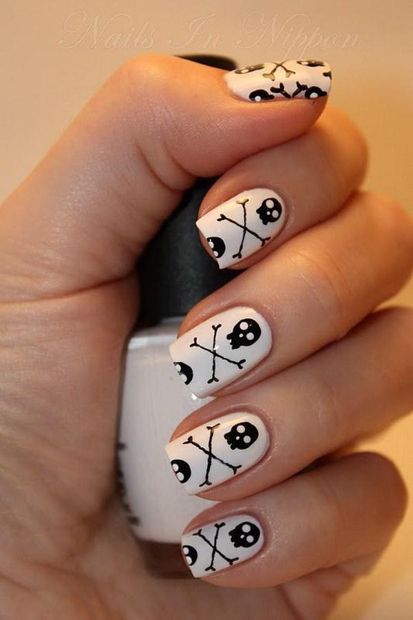 Pequeño cráneo dirige diseños del arte del clavo de Halloween.  Ideas de arte de uñas de Halloween.