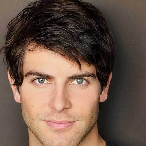 Side Bangs Hairstyle para hombres