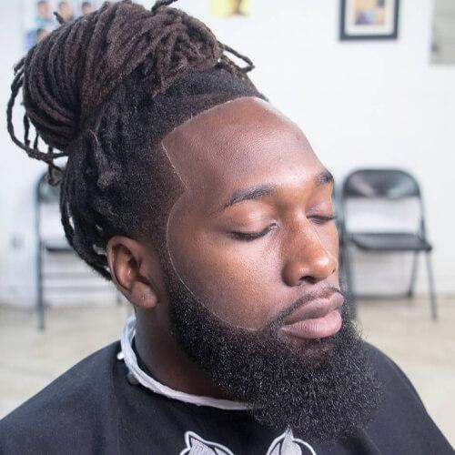 Peinado superior del peluquero del nudo para los hombres negros