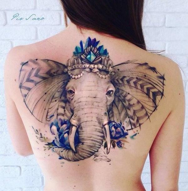 Tatuaje de elefante adornado.