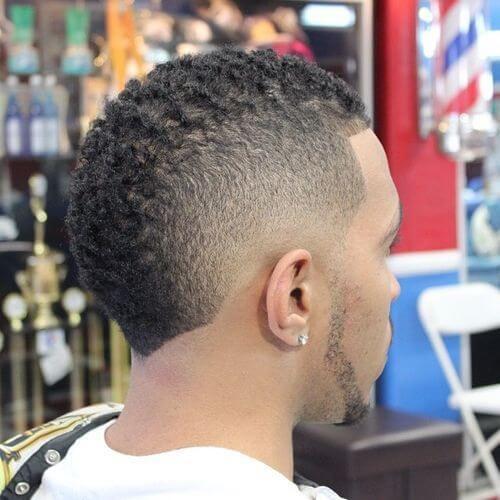 Peinado mohawk para hombres negros