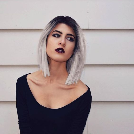peluca de pelo gris
