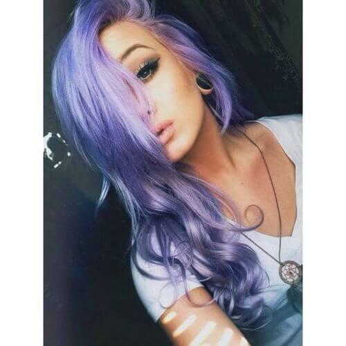 pelo púrpura ondulado