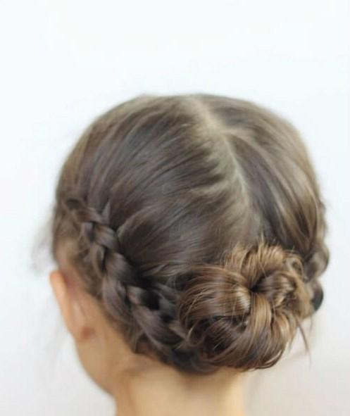 trenzas de chignons bajos peinados de niñas