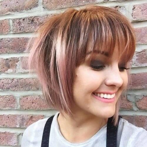 corte de pelo bob corto con color de pelo caramelo