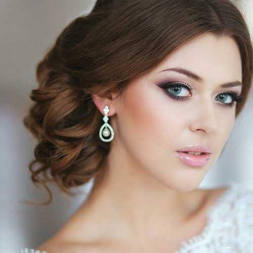 Peinados elegantes y elegantes de la boda